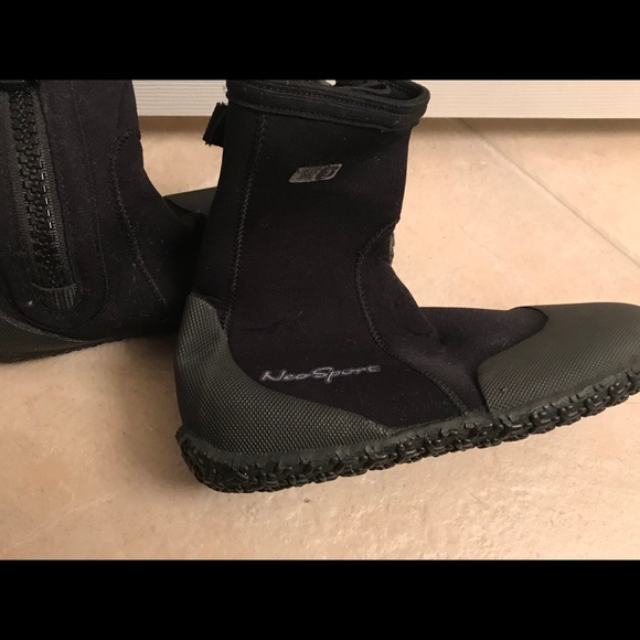 timeless design 2f69f 95fc2 NeoSport 3mm Hi-Top Zipper Boots size 6